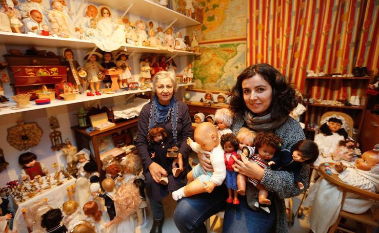 La gran colección de muñecas de los años ochenta de una comunicadora granadina