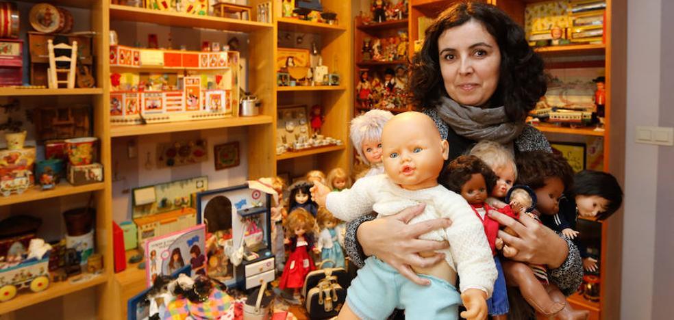 La gran familia de juguetes de Reyes de los años ochenta de una coleccionista granadina