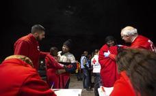 Salvamento rescata a 234 personas a bordo de tres pateras en aguas del mar de Alborán