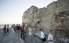 Se busca vigilante de castillo... en Salobreña