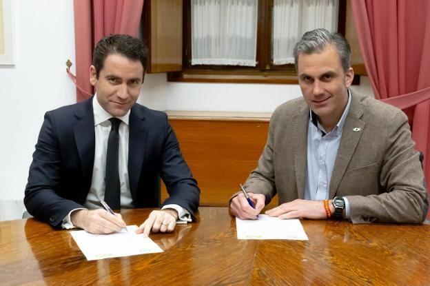 Vox alcanza un acuerdo con el PP para apoyar la investidura de Juanma Moreno como presidente de la Junta