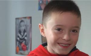 Dani, de 8 años, necesita urgentemente un trasplante de médula para combatir una leucemia poco habitual