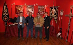 Una exposición de piezas de orfebrería inaugura las VIII Jornadas cofrades de Almuñécar
