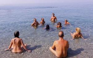 Nudistas y Ayuntamiento ven necesario señalizar Cantarriján para evitar confusiones