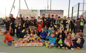 Convivencia, solidaridad y deporte se dan la mano con el Club de Tenis Villargordo