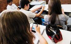 Recomiendan a los padres firmar un contrato con los hijos para que hagan buen uso del teléfono móvil
