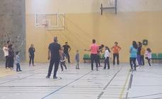 Practica deporte en familia todos los viernes por la tarde en la Facultad de Ciencias del Deporte