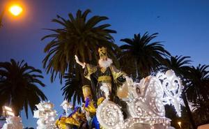 Lo pillan con un dron sobrevolando la cabalgata de Reyes de Málaga y acaba denunciado