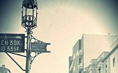 El curioso caso de la monumental farola de Puerta Barrera de Jaén que 'voló' hasta Écija