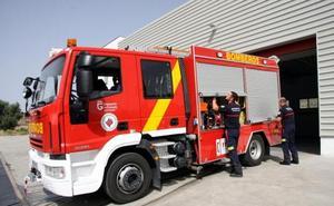 Los Bomberos de Cádiar extinguen un incendio en Almegíjar que arrasa dos hectáreas de matrorral y olivar