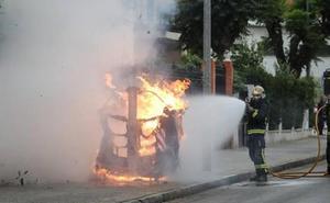 Prenden fuego a los contedores soterrados de basura de la Plaza de Toros de Atarfe
