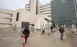 Dos mujeres hospitalizadas por un choque entre dos coches en Granada