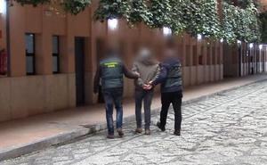 La Guardia Civil desmantela en Granada una red liderada por una mujer que concertaba parejas de hecho para lograr la nacionalidad española