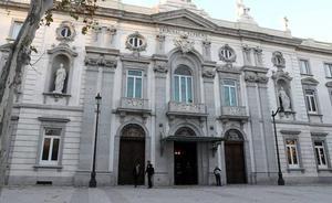 Condenan a un hombre en Granada por romper la prohibición de contactar con su expareja con notas y correos sobre su hijo