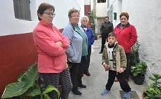 La parada de bus más cercana a Ízbor está a 4 kilómetros del pueblo