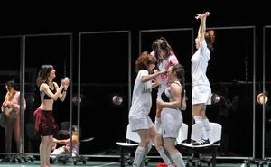 La Joven Compañía brilla, una vez más, en el Teatro Cervantes con la representación de 'Playoff'