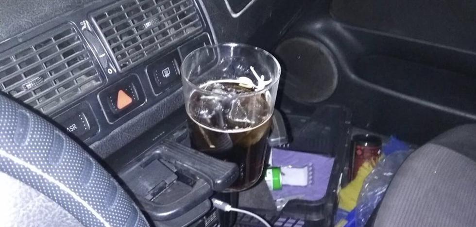 Se queda dormido con una copa en el posavasos tras tener un accidente en Jaén