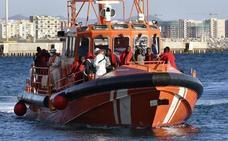 Trasladan a Almería a 161 personas rescatadas en el mar de Alborán