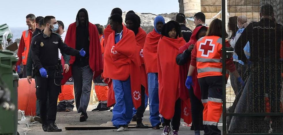 Detenido un patrón de patera de 19 años y dos responsables más de un pasaje de 53 migrantes