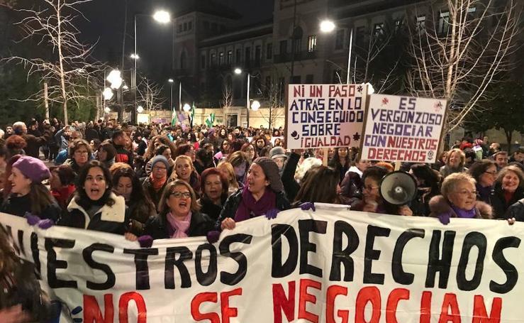 Miles de personas salen a Granada para reclamar que no se pierdan derechos de las mujeres
