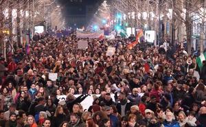 Masiva manifestación feminista en Granada a favor de los derechos de las mujeres