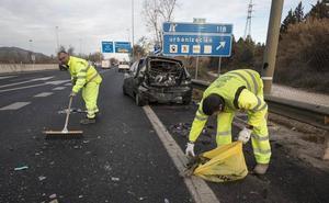 Un accidente múltiple en la A-44 en Granada acaba con un herido leve