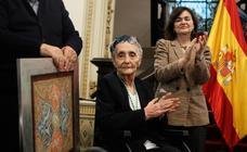 Carmen Calvo defiende «la paz de la cultura» en el homenaje a Mariluz Escribano