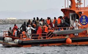 Rescatan en el mar de Alborán a casi 500 migrantes recogidos de ocho embarcaciones