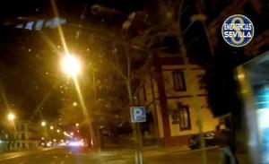 La Policía Local pilla in fraganti a un hombre agrediendo a su pareja en plena calle de Sevilla