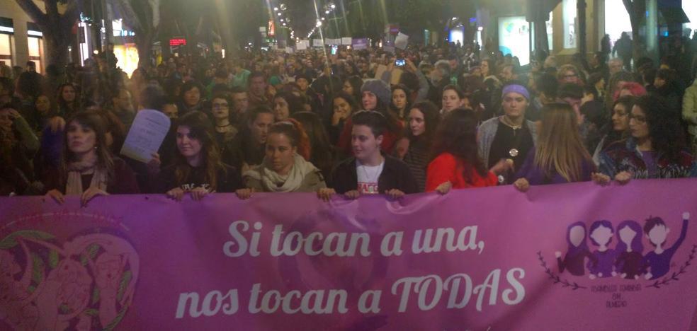 Cientos de personas salen a las calles de Almería por los derechos de las mujeres