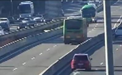 Un autobús kamikaze recorre la autovía en sentido contratio durante 11 kilómetros