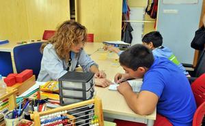 El nuevo gobierno equiparará los salarios de médicos y docentes a la media española