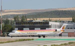 Iberia frena la supresión de vuelos entre Granada y Madrid por la presión institucional en bloque