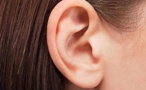 Una mujer desarrolla una enfermedad que le impide escuchar la voz de los hombres