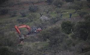 Los efectivos construyen un túnel lateral para el rescate de Julen