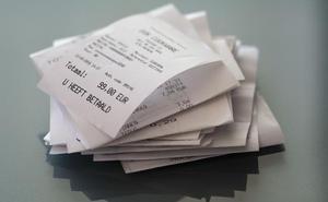 Los tickets de la compra en los que se borra la tinta contienen sustancias que provocan cáncer e infertilidad, según un estudio de la UGR