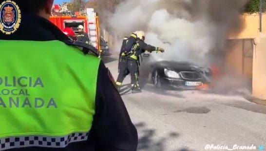 Impactantes imágenes de una actuación de Policía Local y Bomberos en Granada