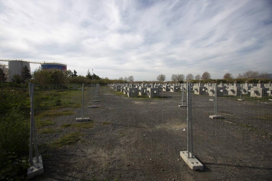 Policía y técnicos analizan los terrenos en los que irá el centro de inmigrantes