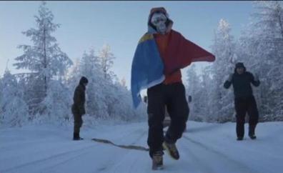 Un atleta completa una extrema carrera solidaria a 60 grados bajo cero