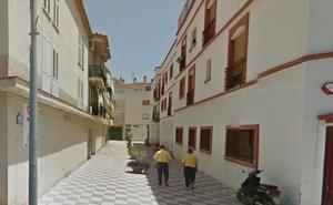 Un incendio en un transformador obliga a desalojar tres bloques de pisos en Salobreña