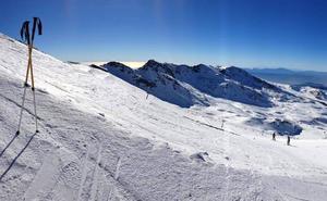 Anuncian nuevos paros laborales en el aparcamiento de la estación de esquí de Sierra Nevada