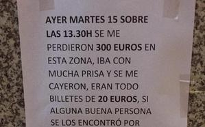 Una vecina de Granada 'empapela' el centro de la ciudad para encontrar los 300 euros que perdió en un cajero