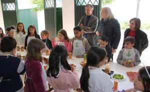Los escolares de Motril descubren cómo llegan los productos de la huerta a su mesa