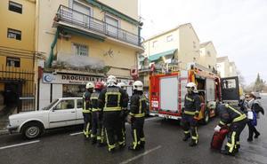 Un incendio en una casa de la Chana provoca que una pareja sea atendida por inhalación de humo