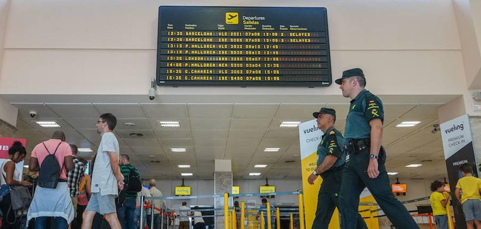 El aeropuerto tendrá que ampliar horario por el adelanto del primer vuelo a Madrid
