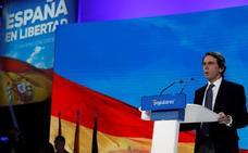Aznar bendice a Casado como un líder «como un castillo sin tutelas ni 'tutías'»