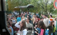 Oposiciones a la UGR el domingo: refuerzan la línea 8 de autobuses para acceder al Campus de Cartuja