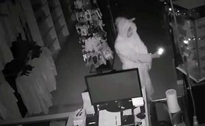 Entra a robar en una tienda vestido de unicornio y descubren que era un ladrón habitual de Málaga