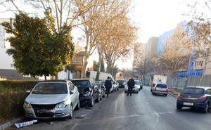 Un conductor sin carné y que casi triplica la tasa de alcohol choca contra tres coches en Granada