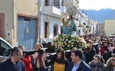 Subida de San Sebastián acompañado de la Virgen de la Aurora a su ermita, en Órgiva